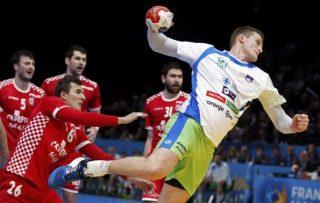 Men's Handball - Slovenia v Croatia - 2017 Men's World Championship, Bronze Medal - AccorHotels Arena, Paris, France - 28/01/17 - Slovenia's Blaz Blagotinsek (R) in action.   REUTERS/Benoit Tessier