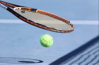 τένις μπάλα ρακέτα